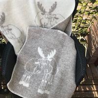 Kerstplaid met knuffelende elanden, 100% wol, beige/wolwit